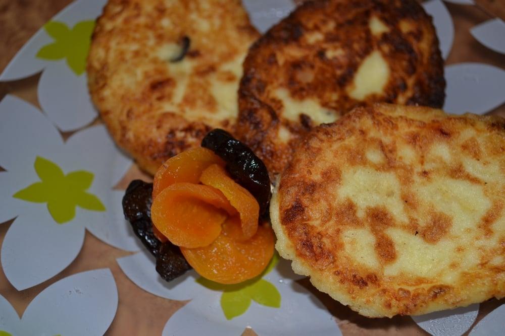 Сырники с сухофруктами - приготовление, шаг 3