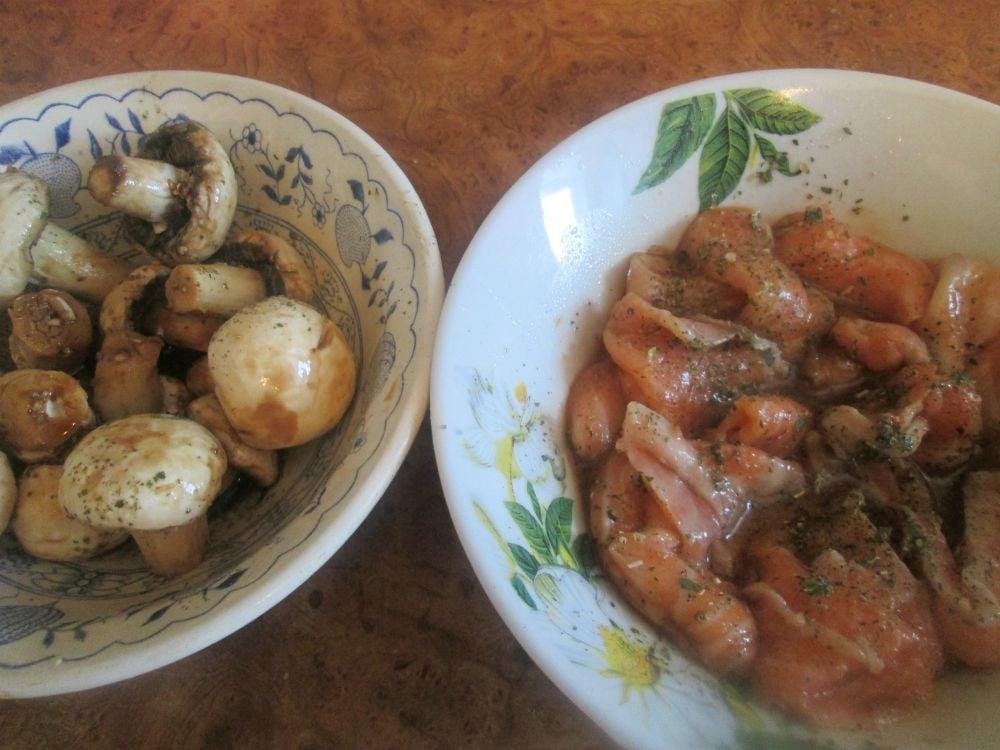 Шашлычки с семгой и грибами  - приготовление, шаг 1