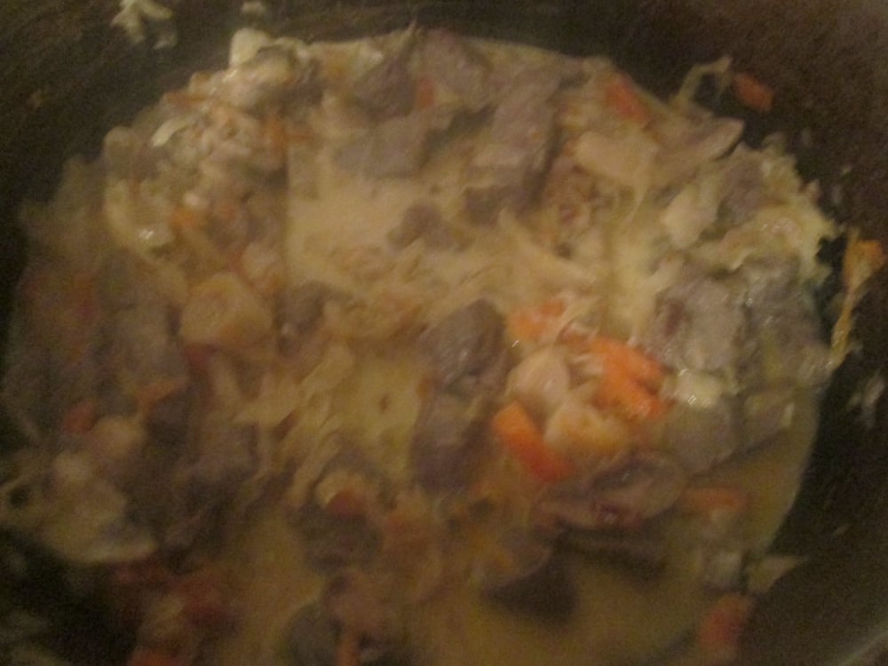 Печень в сметане с квашенной капустой - приготовление, шаг 4