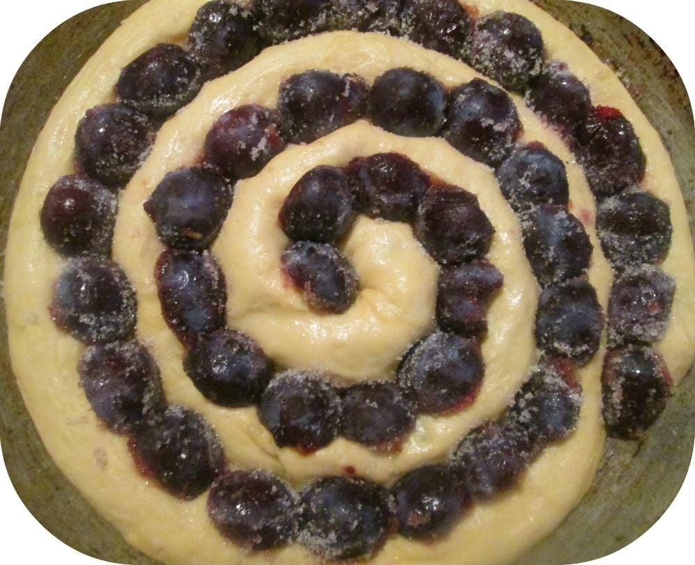 Сдобный пирог с маком и сливами - приготовление, шаг 4