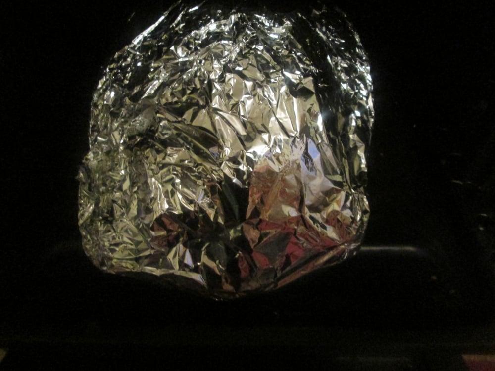 Гусь, фаршированный квашенной капустой с копченостями - приготовление, шаг 3