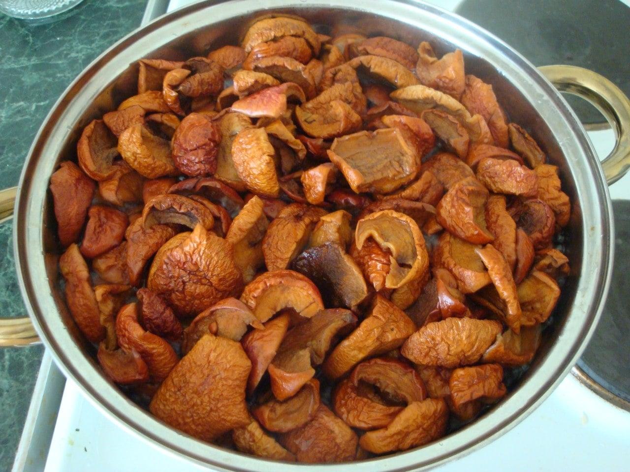 Компот из сушеных яблок - приготовление, шаг 2