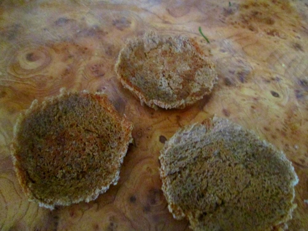 Салат из семги с яблоком на хлебных чипсах - приготовление, шаг 3