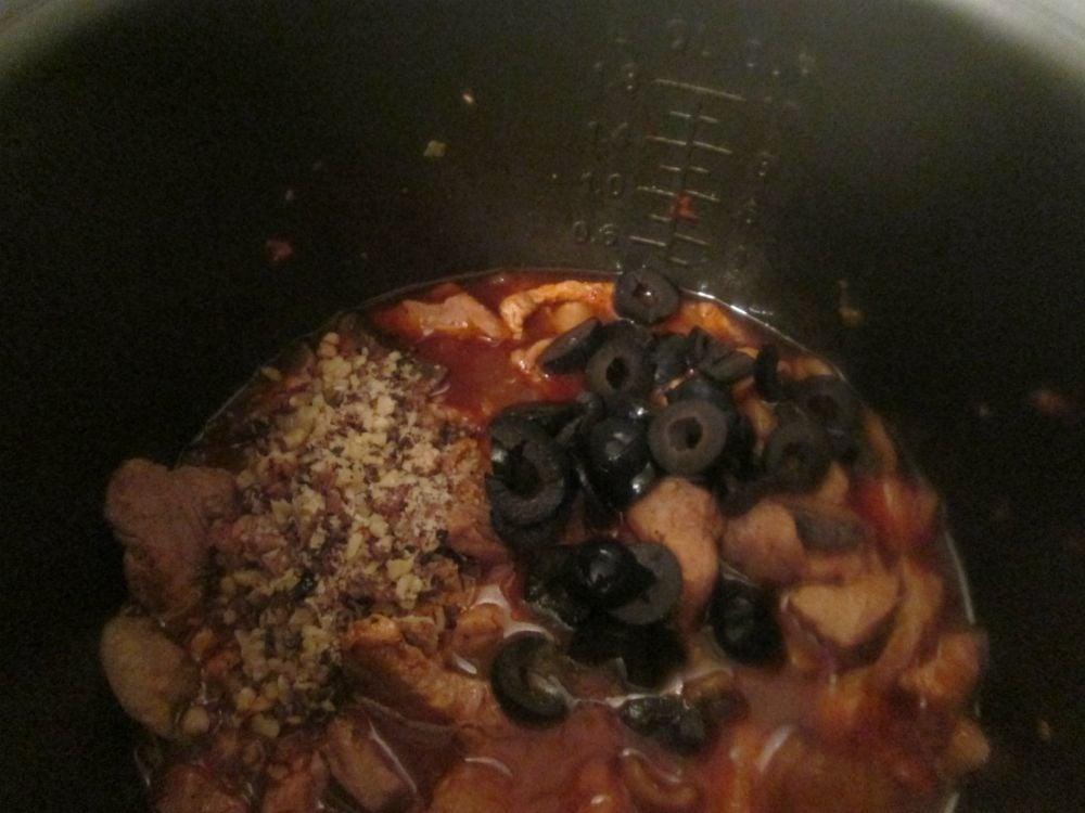 Мясное рагу с грибами и орехами - приготовление, шаг 6