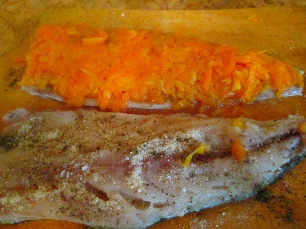 Рулет из скумбрии с морковью и яйцом - приготовление, шаг 3