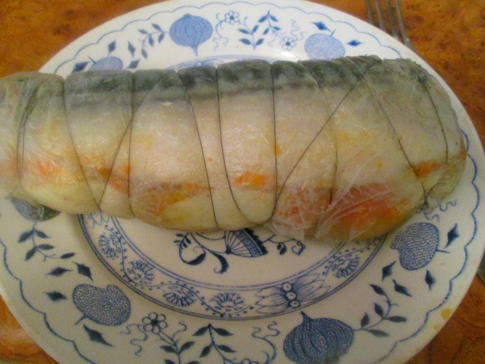 Рулет из скумбрии с морковью и яйцом - приготовление, шаг 6