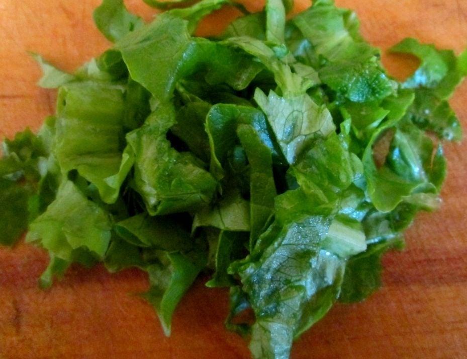 Салат с ветчиной, кукурузой и креветками  - приготовление, шаг 2