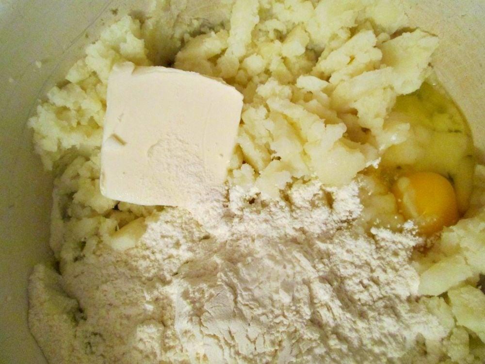 Картофельные зразы с курицей и зеленью - приготовление, шаг 1