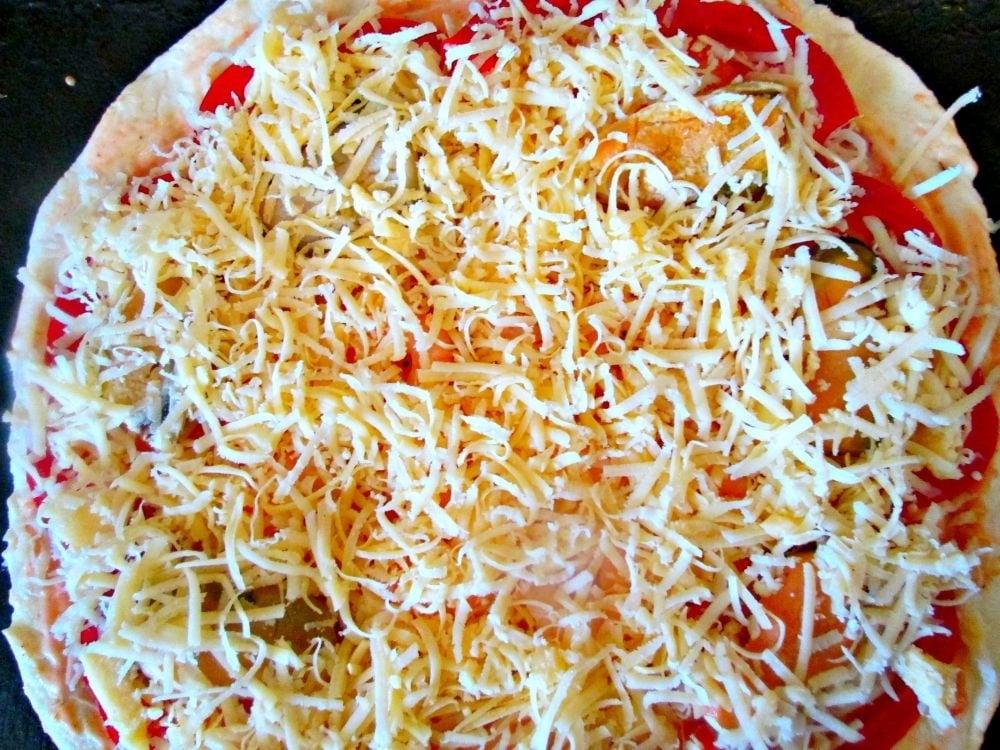 Пицца с морепродуктами и овощами - приготовление, шаг 3