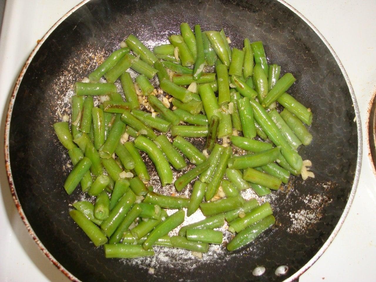 Омлет из белков со стручковой фасолью - приготовление, шаг 1