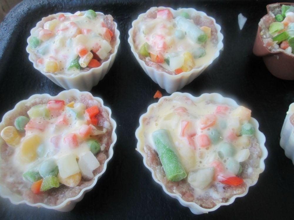 Мясные кексы с овощами - приготовление, шаг 4