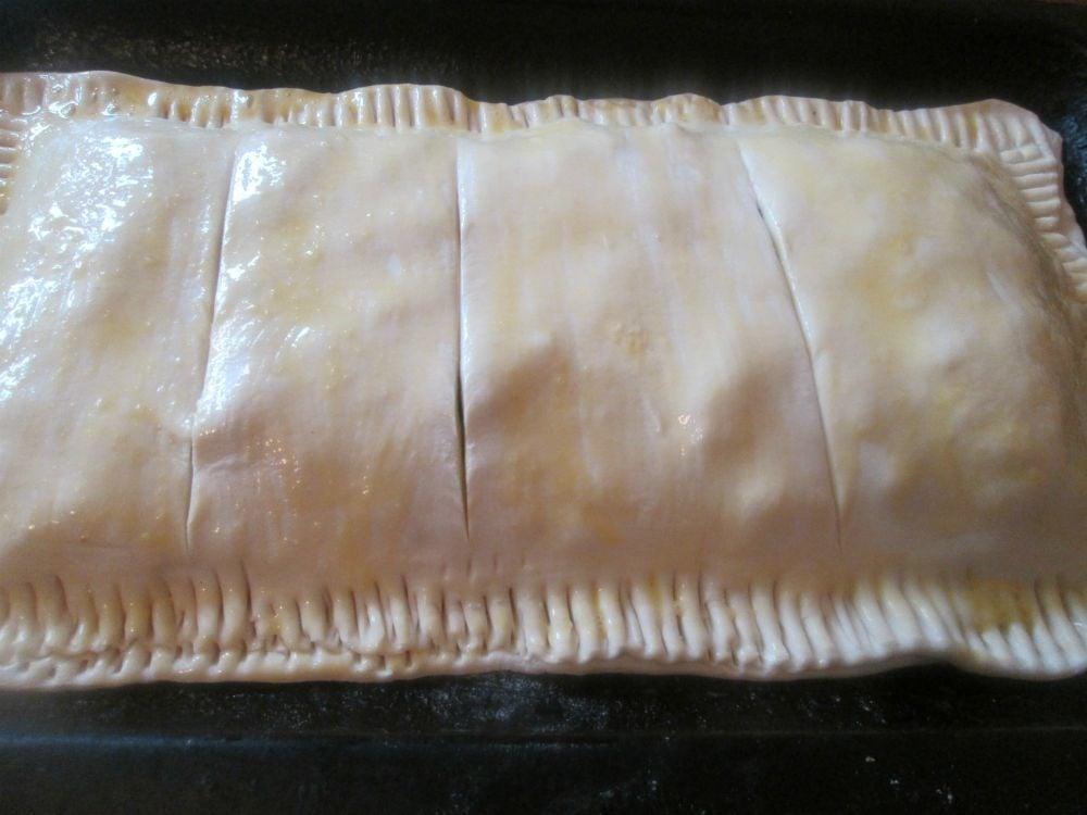 Слоеный пирог с рыбной консервой - приготовление, шаг 5
