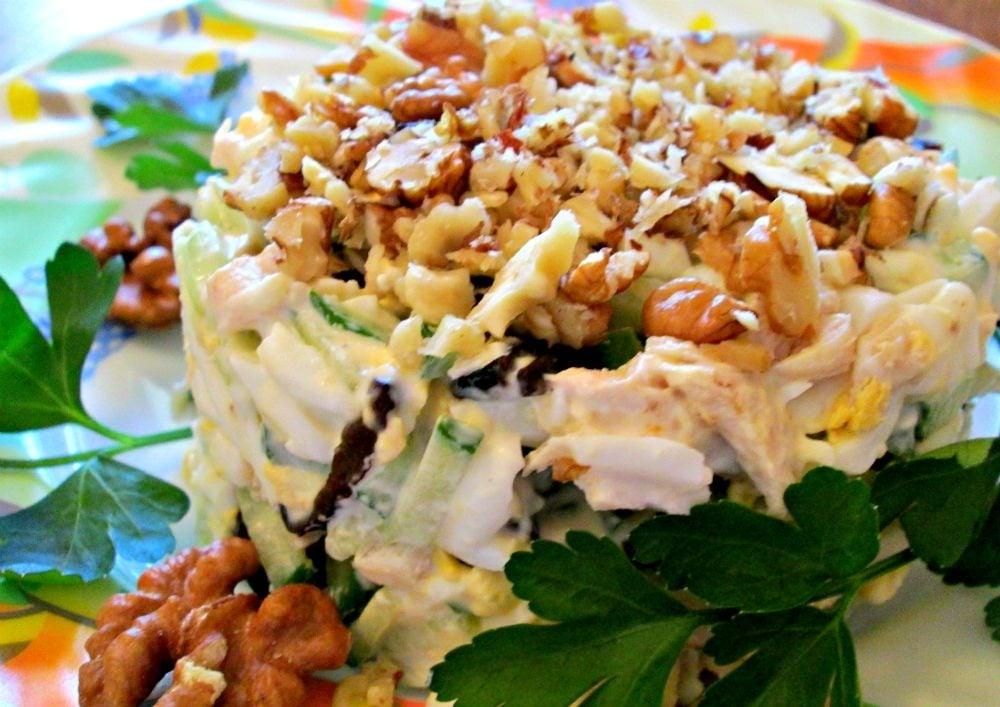 Салат с курицей, черносливом и орехами - приготовление, шаг 4