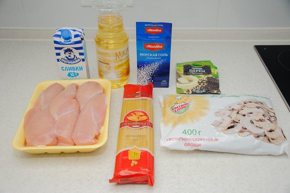 Спагетти с грибами и куриным филе в сливочном соусе - приготовление, шаг 1