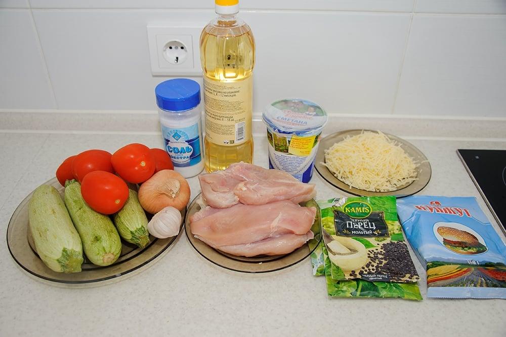 Куриное филе с кабачками, помидорами под сырной корочкой с кунжутом - приготовление, шаг 1