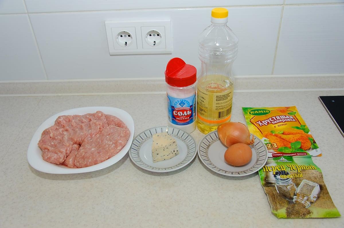 Куриные котлеты с сыром Дор Блю - приготовление, шаг 1