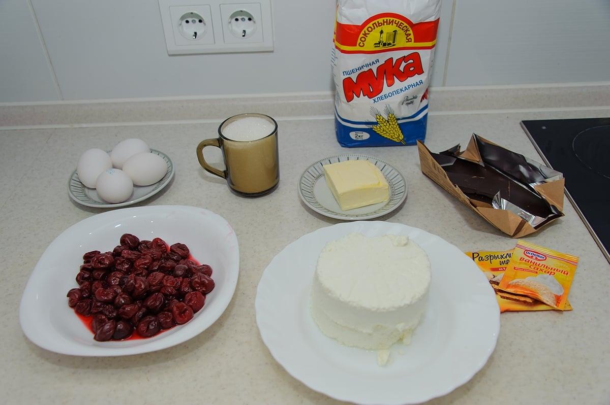 Шоколадный торт брауни с вишней и творогом - приготовление, шаг 1