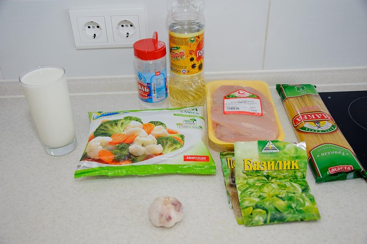 Паста с куриным филе и овощами в сливочном соусе - приготовление, шаг 1