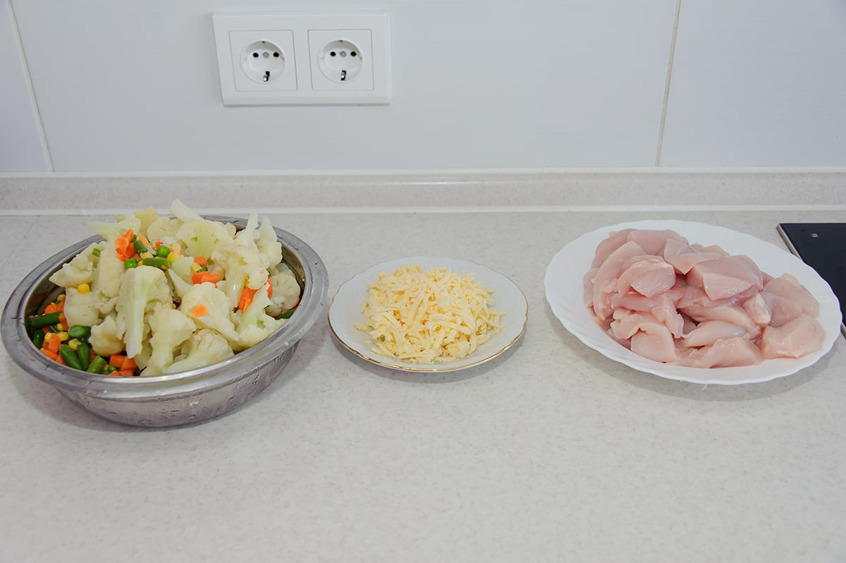 Куриное филе с овощами в сливочно-сырном соусе - приготовление, шаг 2