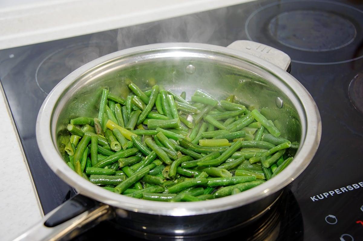 Салат с зеленой фасолью и корейской морковью - приготовление, шаг 6