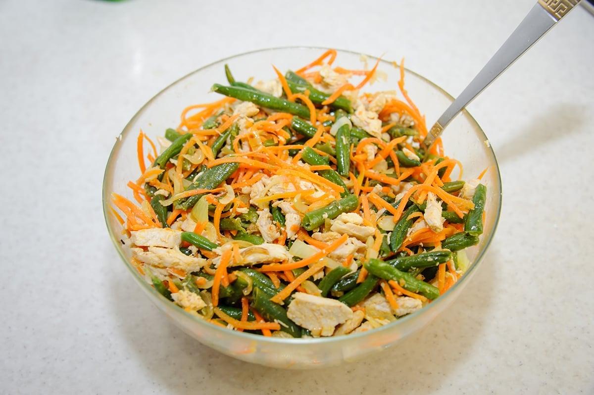 Салат с зеленой фасолью и корейской морковью - приготовление, шаг 7