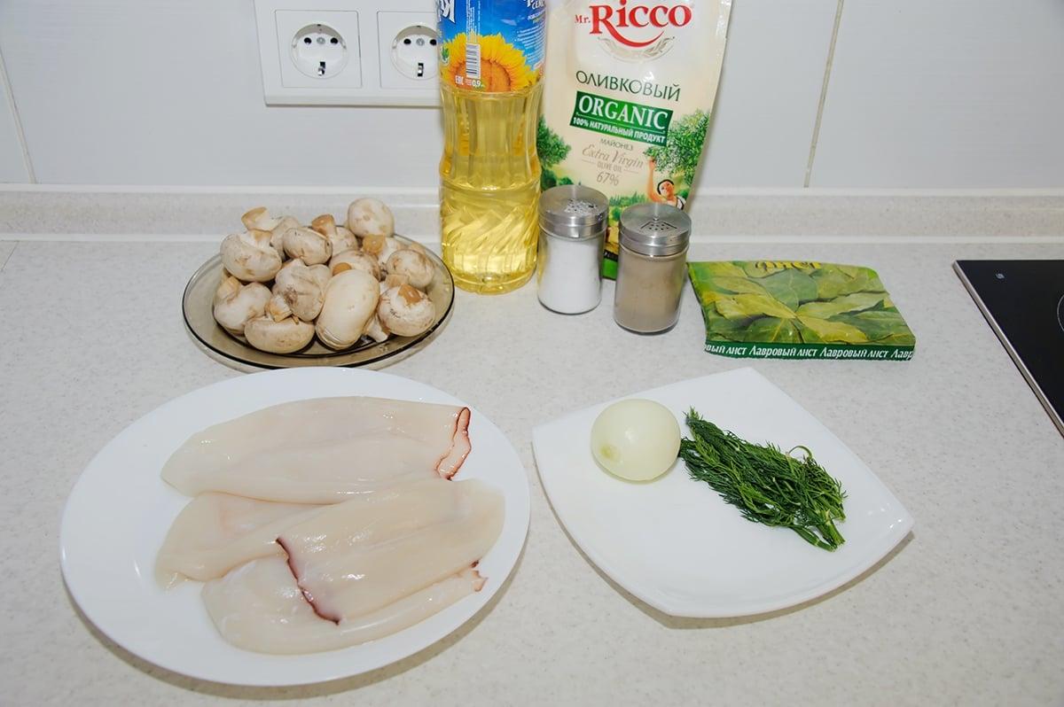 Салат с кальмарами и грибами - приготовление, шаг 1