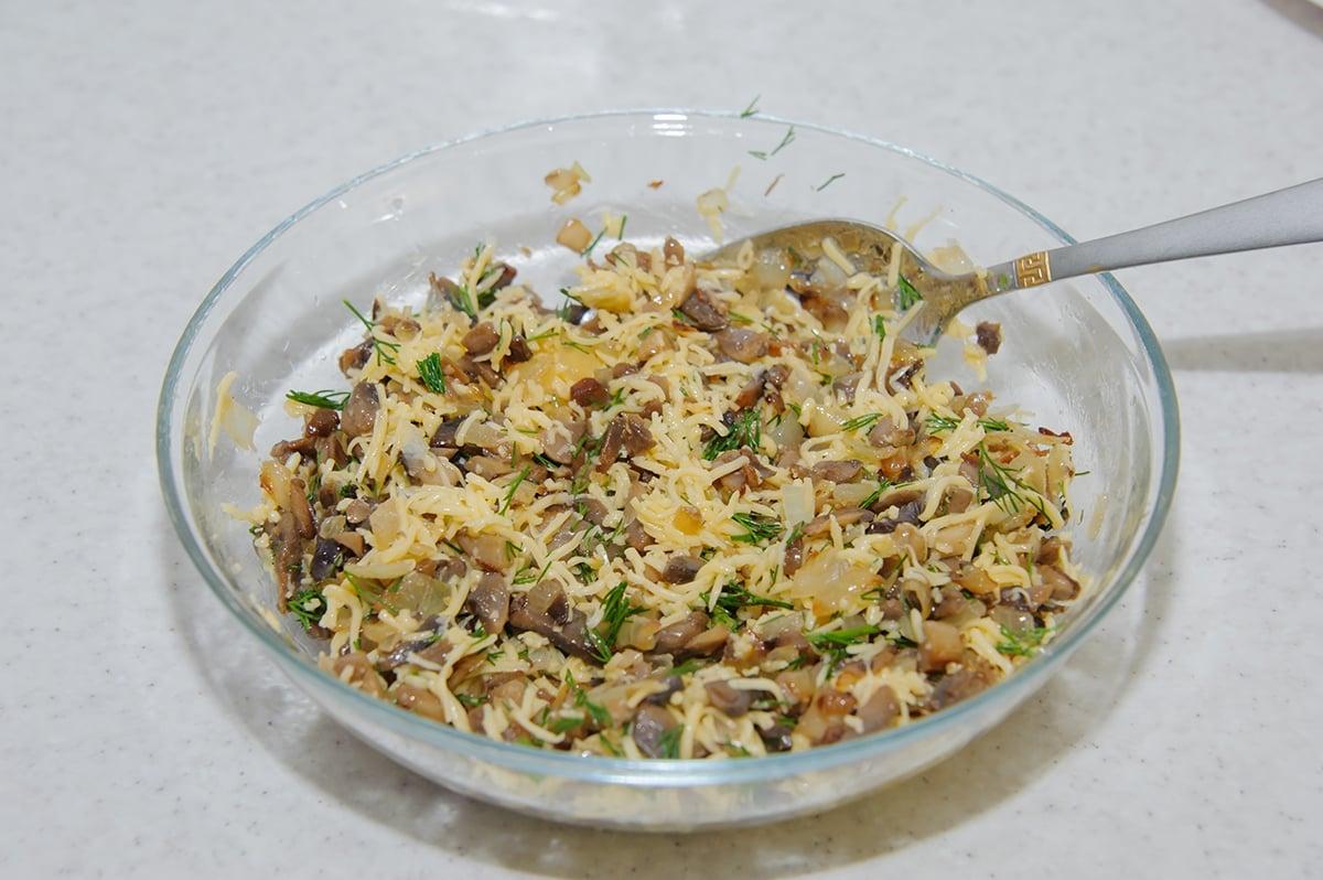 Куриные рулеты с грибами и сыром в духовке - приготовление, шаг 8