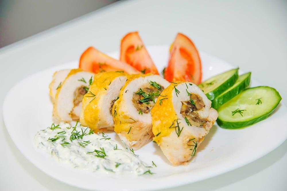 Куриные рулеты с грибами и сыром в духовке - приготовление, шаг 12