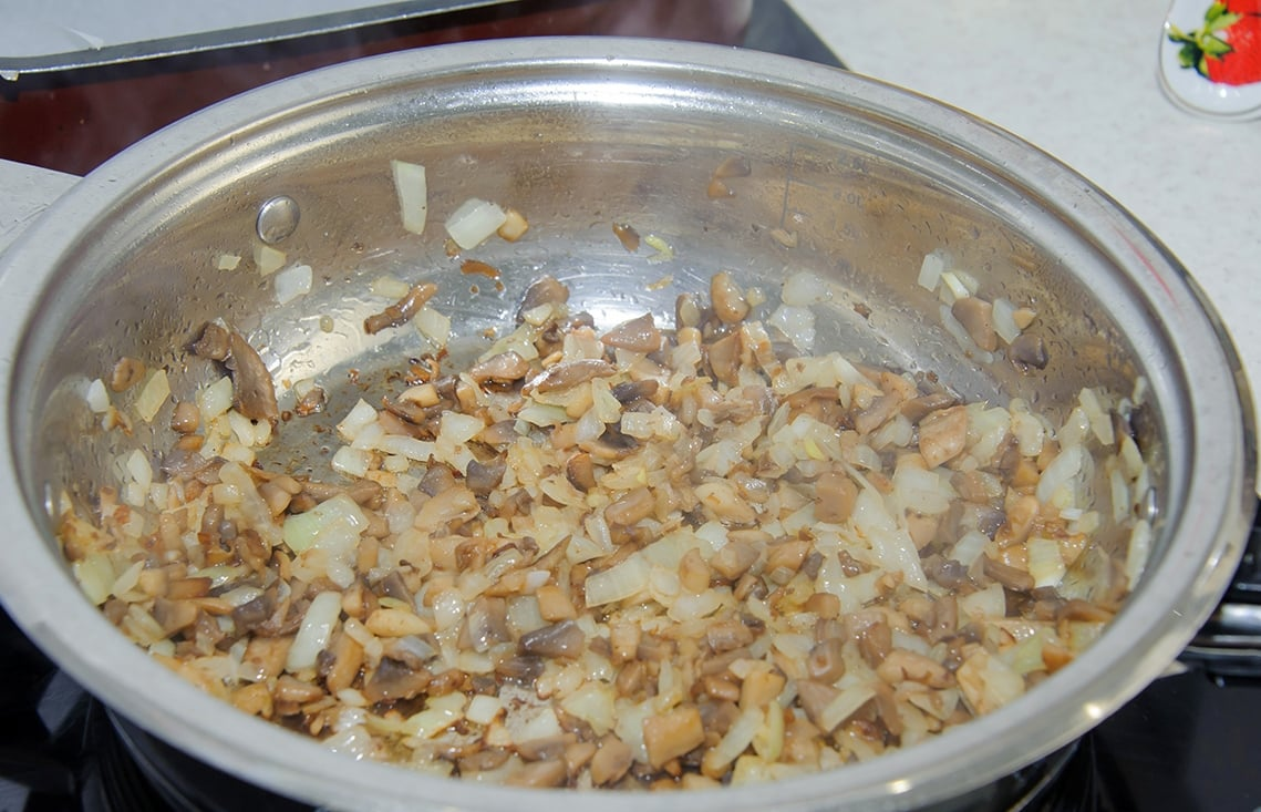 Куриные рулеты с грибами и сыром в духовке - приготовление, шаг 5