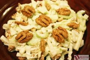 Салат «Лёгкий» (с зелёными яблоками и сельдереем)