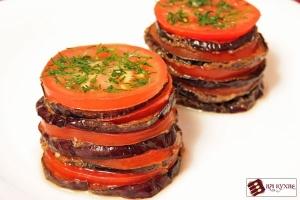 Острая закуска из баклажанов и помидоров с чесноком
