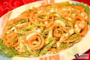 Салат с зеленой фасолью, курицей и корейской морковью