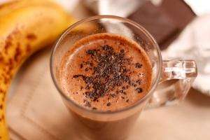 Горячий бананово-шоколадный коктейль
