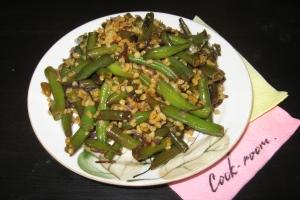 Теплый салат из булгура и фасоли