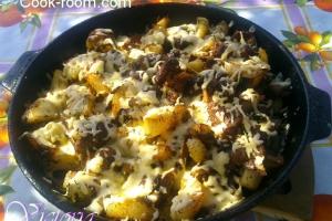 Свинина,картошка и грибы в специях под сыром на костре