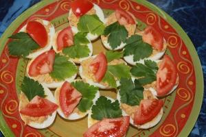 Яйца,фаршированные печенью трески