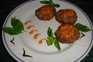 Запеченные котлеты из телятины с овощным соусом