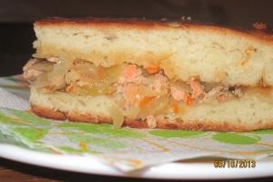 Пирог с семгой и квашенной капустой