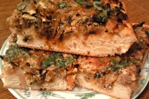 Простой пирог с капустой и грибами на кефире