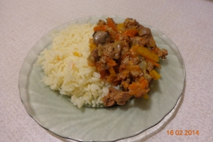 Куриная печень с грибами и рисом