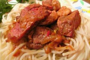 Поджарка из свинины с болгарским перцем