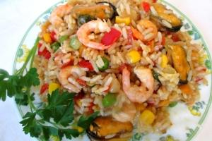 Рис с овощами и морепродуктами.