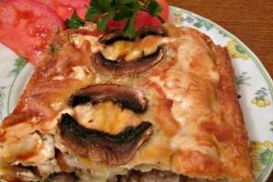 Мясной пирог с грибами из лаваша