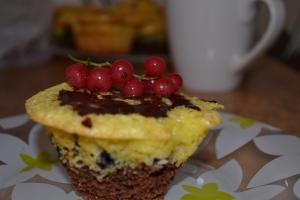 Кексы с маскарпоне и ягодами