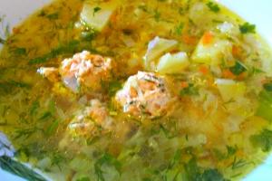 Суп с молодой капустой и фрикадельками