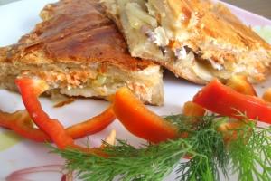 Пирог с форелью и картофелем