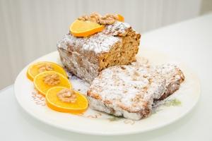 Кекс с грецкими орехами, бананом и апельсином
