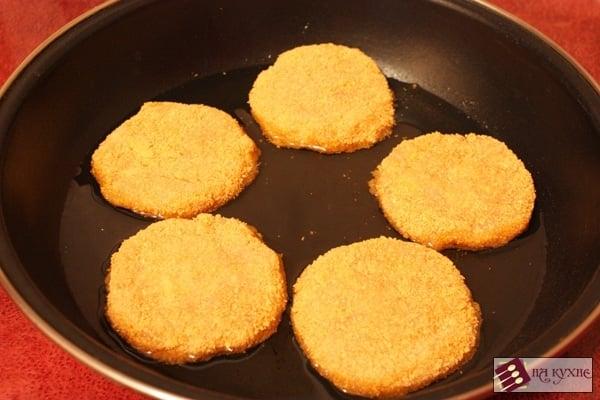 Куриные котлеты с сыром и маслом